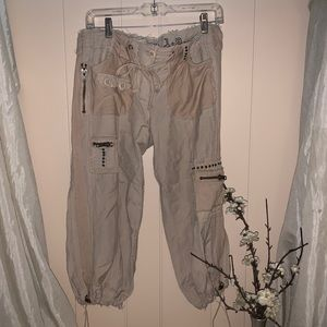 Deep Los Angeles Capris Pants